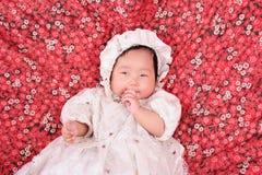 De Zuigende vingers van de baby Stock Fotografie