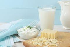 De zuivel Producten omvatten Melk en Kaas Stock Afbeelding