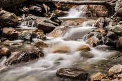 De zuivere wateren reduceren de berg royalty-vrije stock afbeeldingen