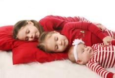 De zusters die van de slaap op Kerstmis wachten Stock Fotografie
