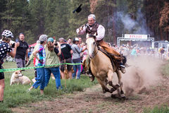 2014 de zusters jagen de Race van de Bergfiets op de vlucht Royalty-vrije Stock Afbeeldingen