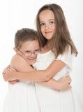 De zusters koesteren Royalty-vrije Stock Foto's