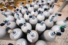 De zuurstoftanks van het metaalvrij duiken stock afbeeldingen