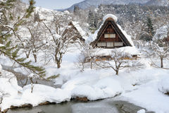 De zwaar-sneeuw shirakawa-gaat binnen Royalty-vrije Stock Foto's
