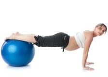 De zwangere jonge vrouw van sporten. Royalty-vrije Stock Foto's
