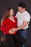 De zwangere vrouw en de man royalty-vrije stock foto