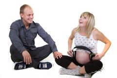 De zwangere vrouw met de mens isoleert stock afbeeldingen