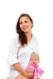 De zwangere vrouw met overhandigt buik stock foto