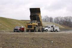 De zware vrachtwagen van de Stortplaats onder reparatie royalty-vrije stock fotografie