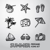 De zwart-wit geplaatste pictogrammen uit de vrije hand van de de zomervakantie Stock Afbeeldingen