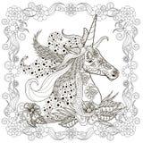 De zwart-wit schets van de zentanglestijl van eenhoornhoofd in bloemenkader met weelderige manen vector illustratie
