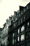 De zwart-witte Franse bouw - zon het toenemen Stock Afbeeldingen