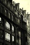 De zwart-witte Franse bouw - zon het toenemen Royalty-vrije Stock Foto