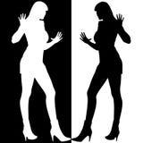 De zwart-witte Meisjes silhouetteren Spiegel royalty-vrije illustratie