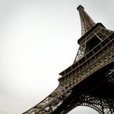 De zwart-witte Toren van Eiffel in de Stad van Parijs Frankrijk stock foto's