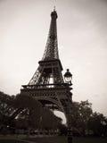 De zwart-witte Toren van Eiffel in Parijs Frankrijk royalty-vrije stock foto