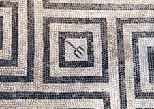 De zwart-witte vloer van de mozaïektegel in één van de vele badhuizen in Parco Archeologico Di Ercolano Stock Afbeelding