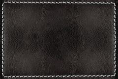 De zwarte achtergrond van de leertextuur met witte naden Stock Foto
