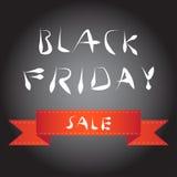 De zwarte achtergrond van het vrijdagonduidelijke beeld met eenvoudig rood lint Stock Foto