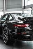 De zwarte auto stock foto