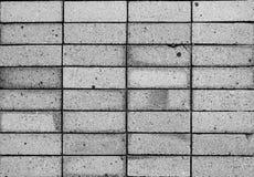 De zwarte bakstenen muur als achtergrond toont schade Royalty-vrije Stock Foto's