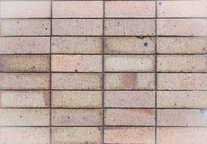 De zwarte bakstenen muur als achtergrond toont schade Stock Fotografie