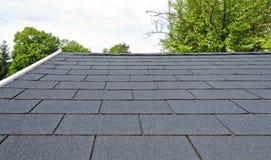 de zwarte dakspanen van het bitumendak Stock Afbeelding