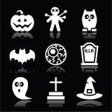 De zwarte geplaatste pictogrammen van Halloween - pompoen, heks, spook op zwarte Stock Foto's