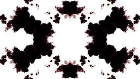 De zwarte inkt lost in water op witte achtergrond met lumasteen op 3d geef van computersimulatie terug De inkt spuit in water in stock footage