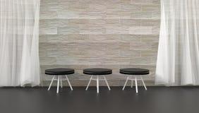 De zwarte leerstoelen in een ruimte verfraaien met bruine bakstenen muren, doorzichtige gordijnen Stock Foto's