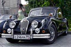 De zwarte Schrijver uit de klassieke oudheid van de Jaguar XK120 op tentoonstellingsparkeren Royalty-vrije Stock Foto's