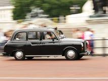 De zwarte taxi van Londen stock afbeeldingen