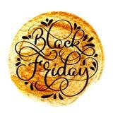De zwarte tekst van de vrijdagkalligrafie op gouden abstracte achtergrond Geschreven hand Stock Foto