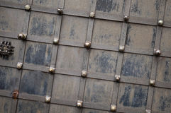 De zwarte Textuur die van de Ijzerdeur door Achtergrond gebruiken Royalty-vrije Stock Afbeeldingen