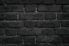 De zwarte textuur van het bakstenen muurclose-up - donkere grungeachtergrond Stock Foto