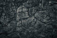 De zwarte textuur van de steenmuur als sinistere Gotische achtergrond Stock Foto