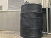 De zwarte trommel van de wateropslag stock afbeeldingen