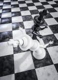 De zwarte van het schaakmatknockout Stock Afbeeldingen