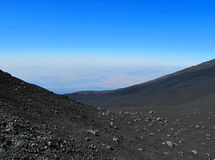 De zwarte vulkaan van Etna Stock Foto