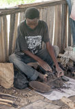 De zwarte workshop van het mensenhoutsnijwerk Royalty-vrije Stock Afbeeldingen