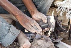 De zwarte workshop van het mensenhoutsnijwerk Stock Fotografie