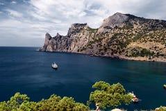 De Zwarte Zee in stad Sudak Stock Fotografie