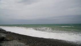 De Zwarte Zee tijdens het onweer stock footage