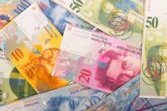 de Zwitserse bankbiljetten van 100, 50, 20, en 10 CHF Stock Foto