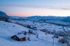 De Zwitserse die Winter - Stad in Sneeuw wordt behandeld royalty-vrije stock foto