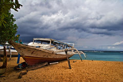 Dead boat on the beach Royalty Free Stock Image