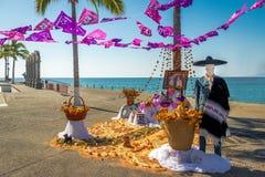 Dead Dia de los Muertos Decoration -巴亚尔塔港,哈利斯科州,墨西哥的天 免版税库存照片