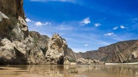 Deadcliff含水风景在Baviaans峡谷的 库存图片