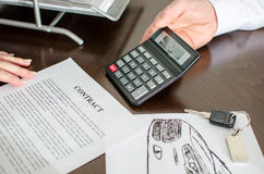 Dealer showing the car price Royalty Free Stock Image