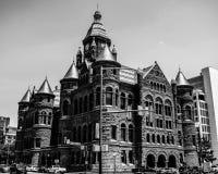 Dealey广场的红色法院大楼 库存照片